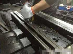 数控机床导轨是机床的根本,硬轨的精度保证工艺——注胶工艺